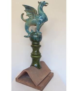 Epi de faîtage Chimère en  couleur bleu pour faîtage angulaire (faîtage 1/2 ronde sur demande) en trois éléments. Hauteur 66cm